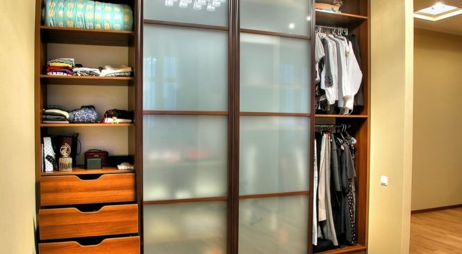 Встроенные шкафы — стильно и удобно