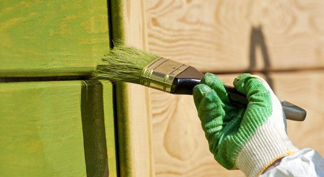 Покраска деревянного дома снаружи: каким средством красить и чем наносить